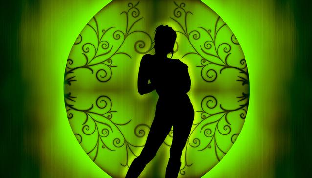 Ženská silueta na zelenom pozadí.jpg