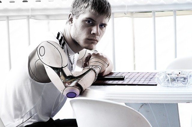 Mladý muž, android.jpg