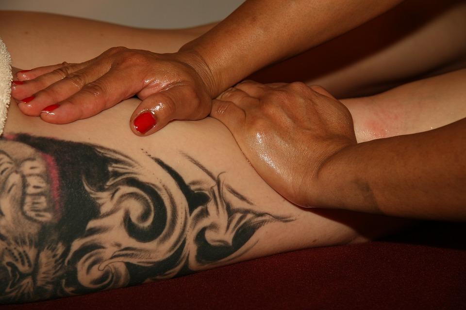 masáž, tetovanie