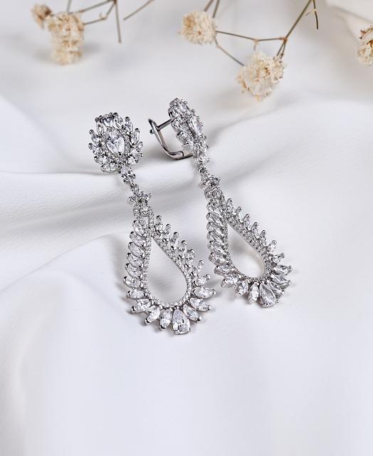 silver-jewelry-3790540_640